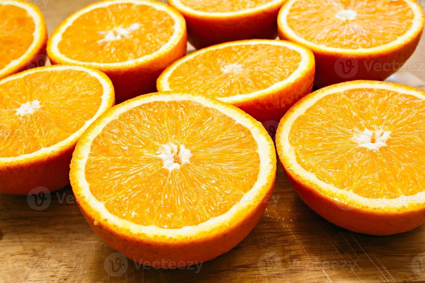 sinaasappels gesneden set op hout foto