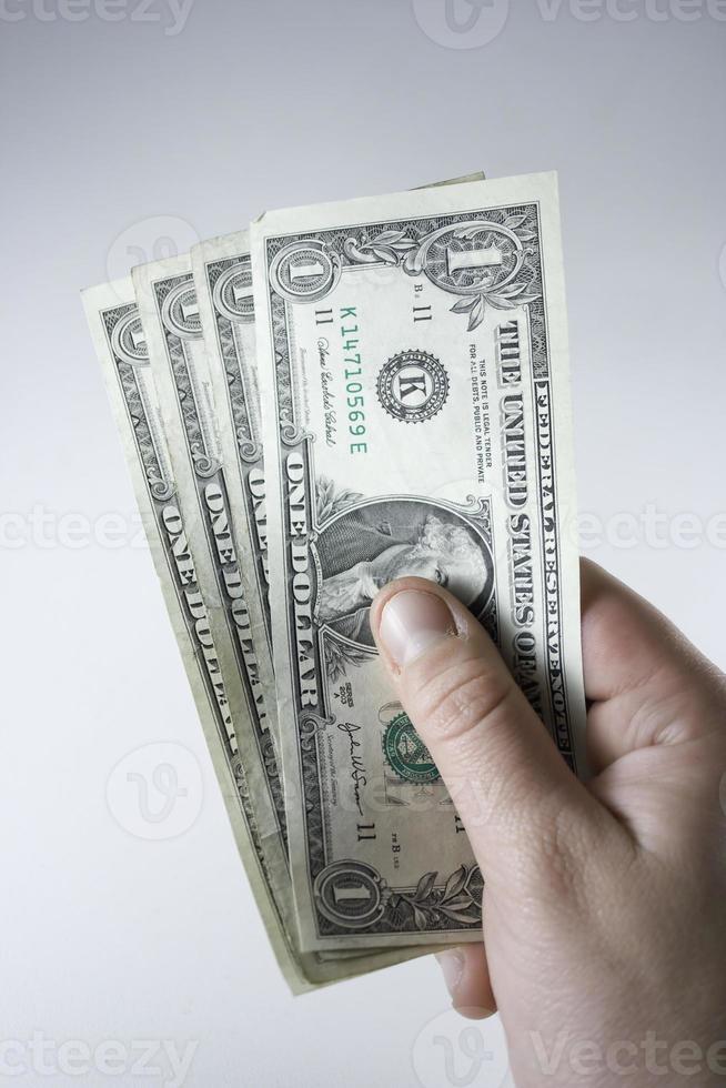 hand houdt rekeningen foto