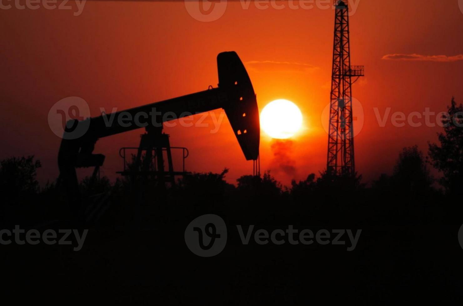 extractie van petroleum-pozzi petroliferi foto