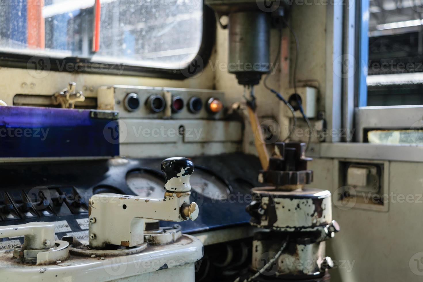 cockpit van Thaise trein foto