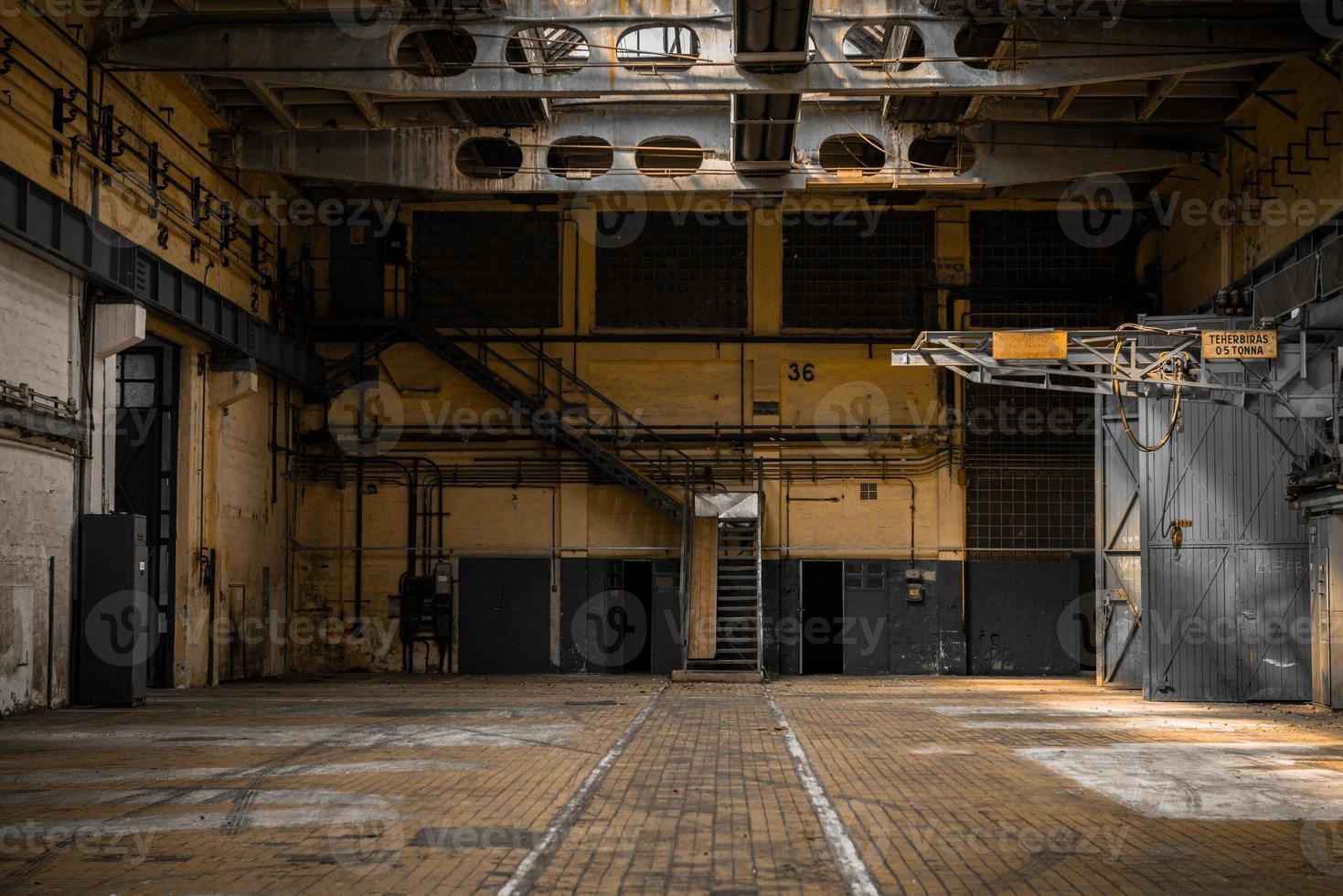 grote industriële hal van een reparatie station foto