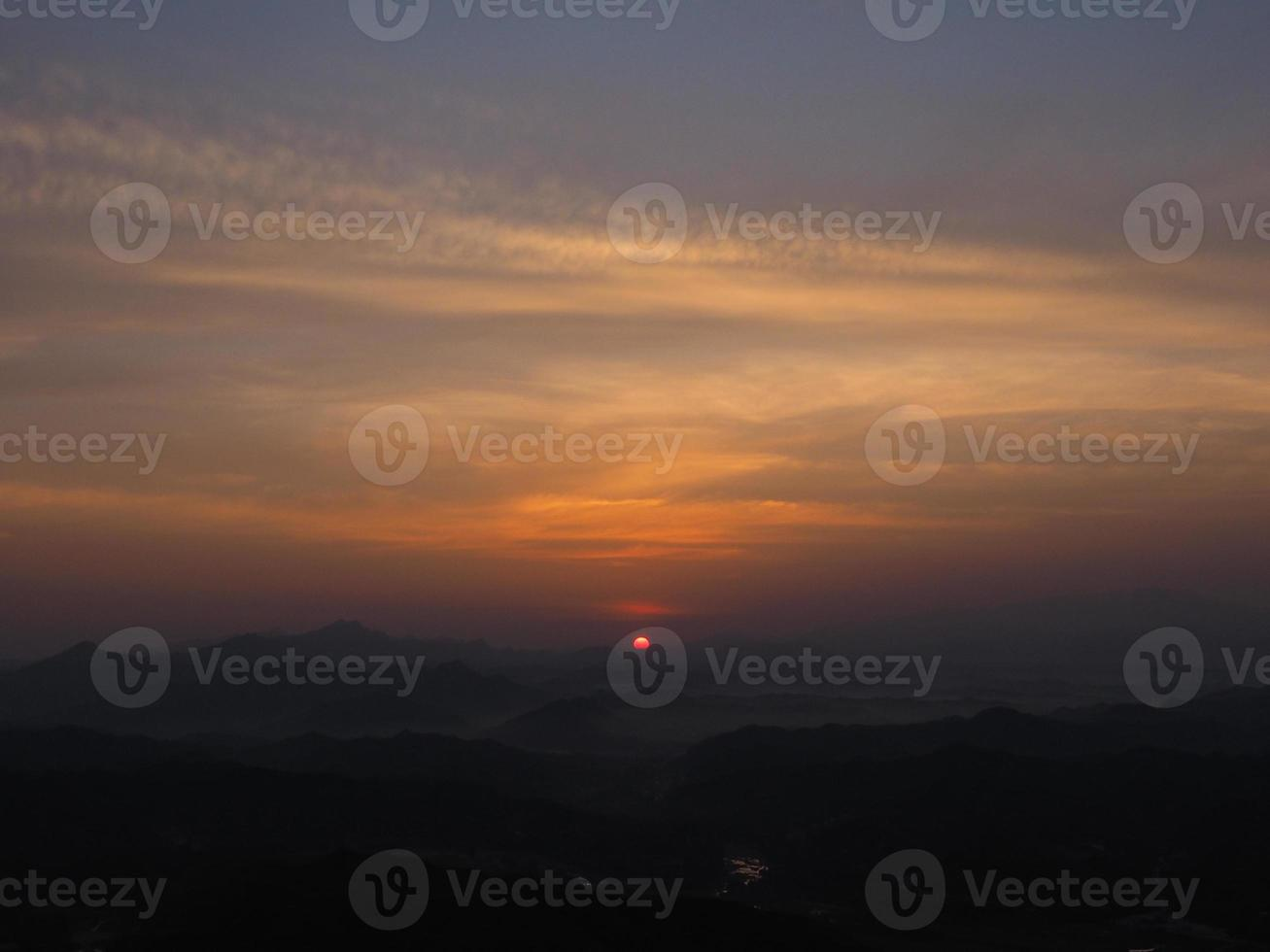 zonsopgang op de grote muur van china foto