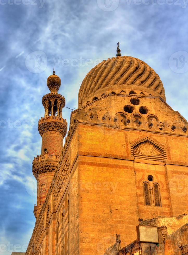 moskee in het historische centrum van cairo - egypte foto