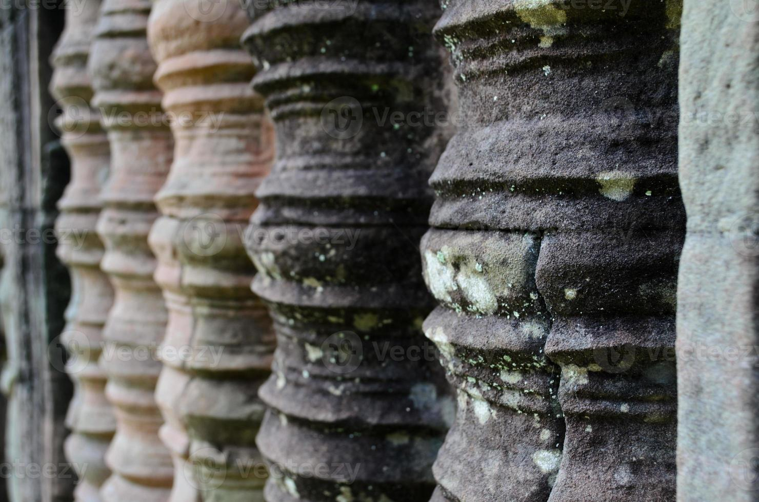 carving poles in preah khan, angkor wat foto