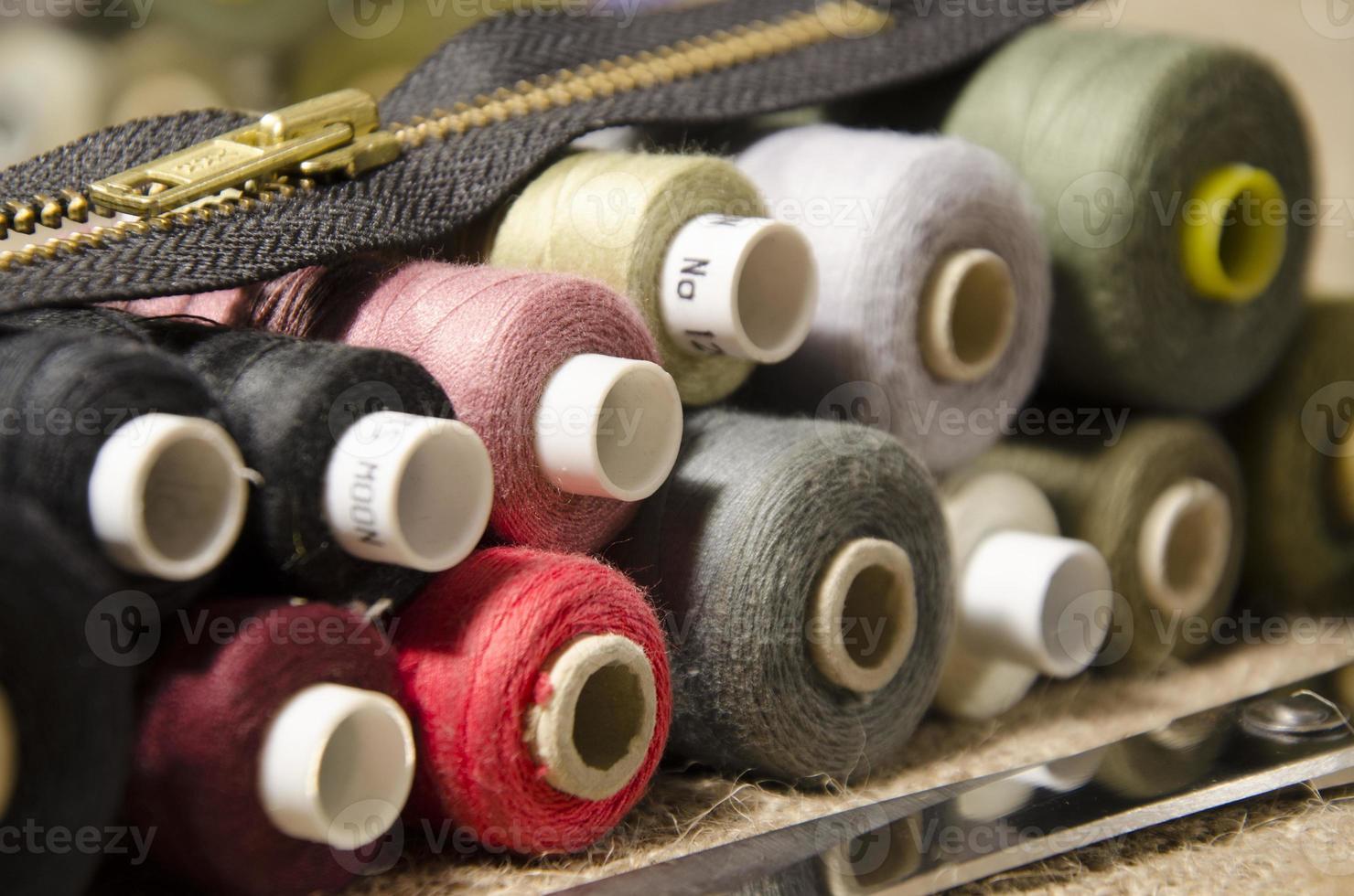 naald en draad een naaigarnituur foto