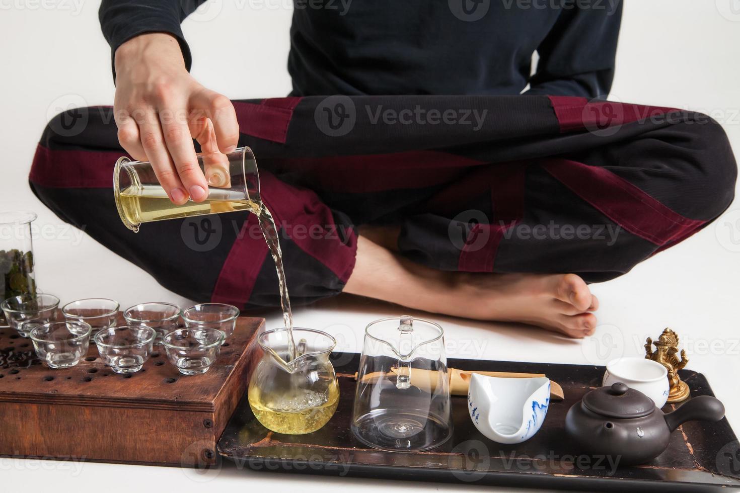 Chinese theeceremonie wordt uitgevoerd door meester foto