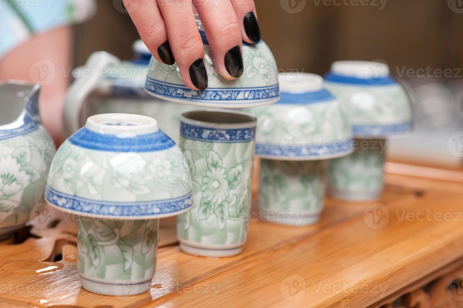 klassieke Aziatische thee set op houten tafel foto