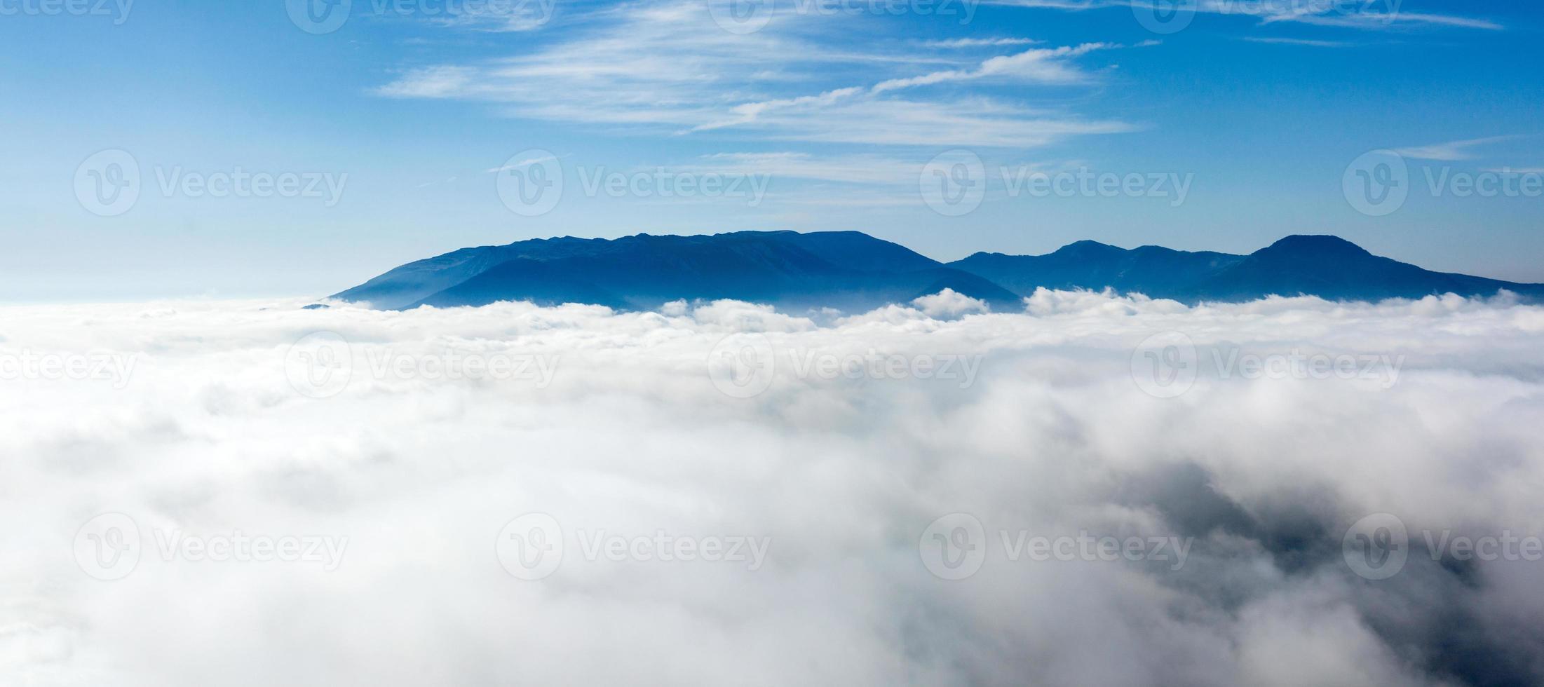 boven de wolken 3 foto