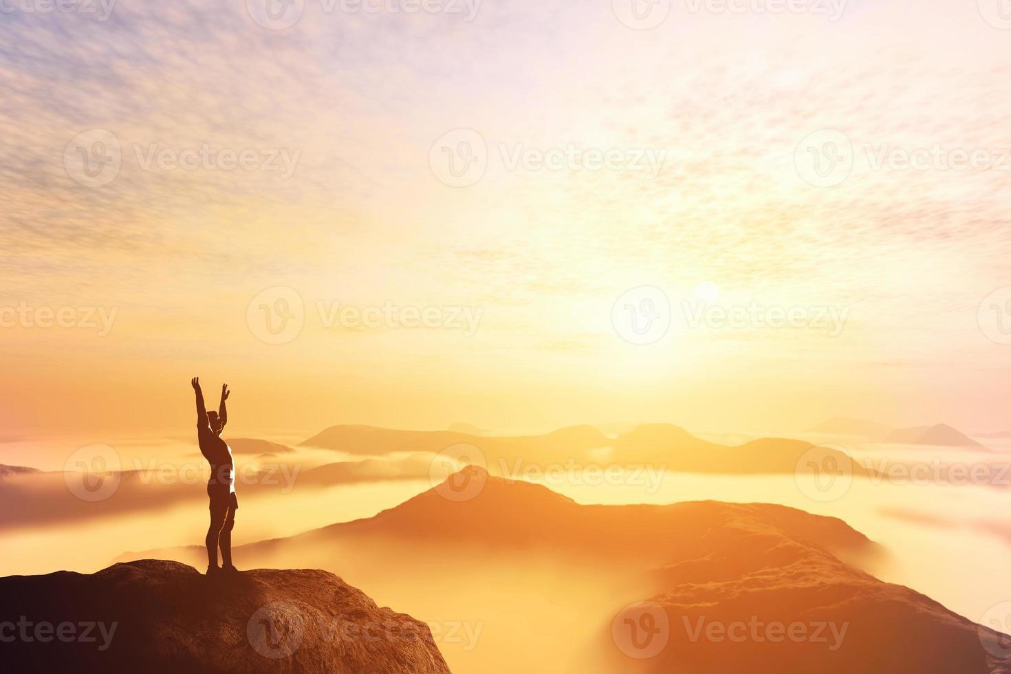 man met handen omhoog op de top van een berg foto