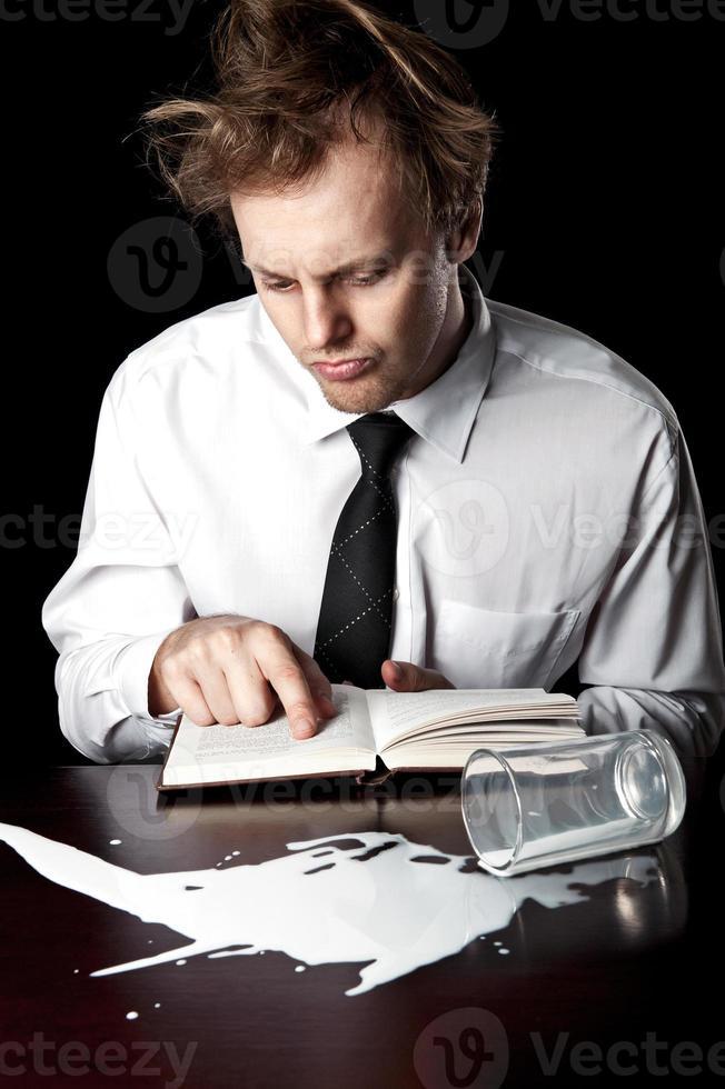 zakenman met help-handleiding foto