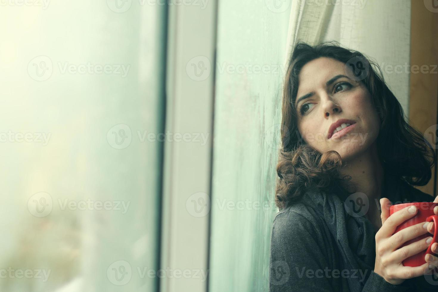portret van mooie 35-jarige vrouw foto