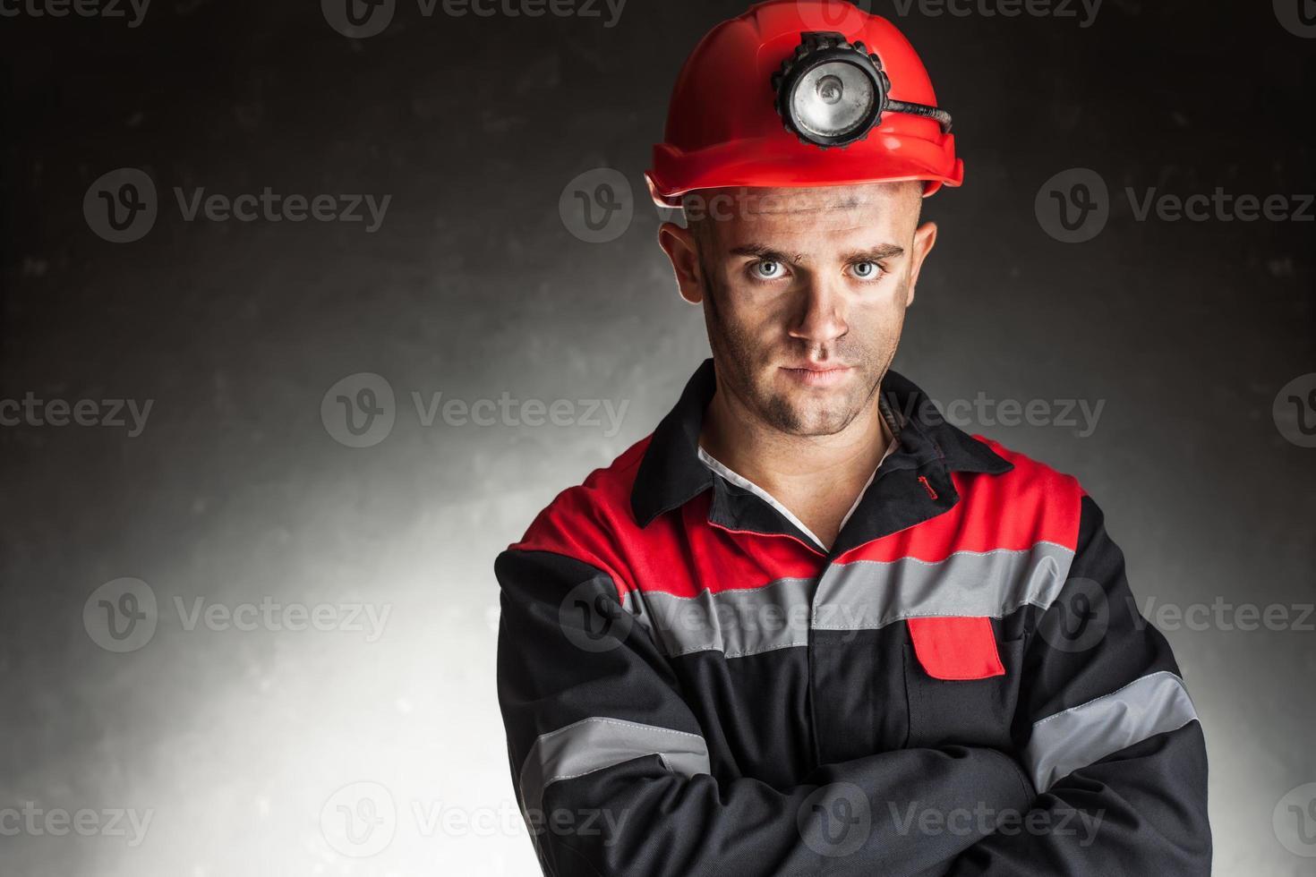portret van serieuze mijnwerker foto