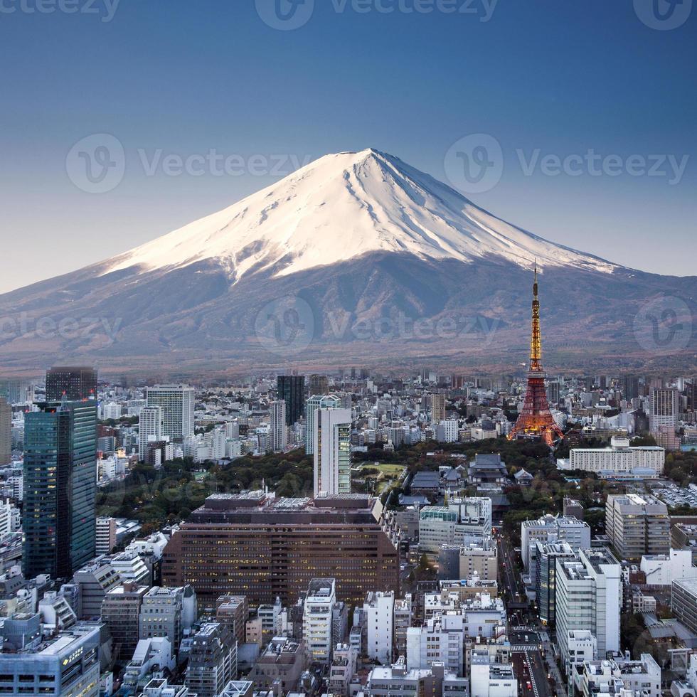 Tokyo bovenaanzicht zonsondergang met mount fuji surrealistische fotografie. Japan foto