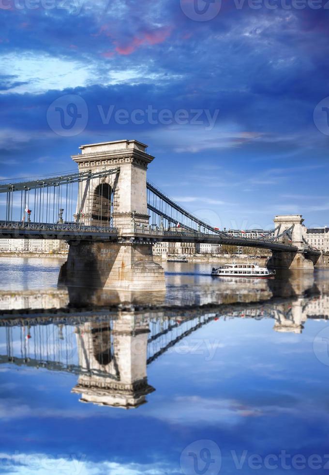 kettingbrug in Boedapest, hoofdstad van Hongarije foto