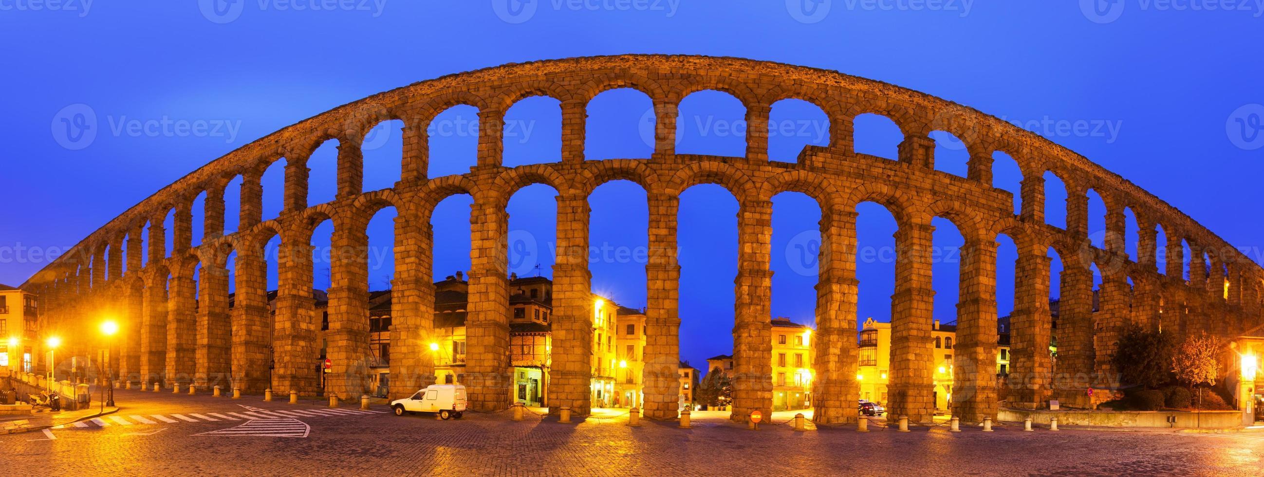 panorama van Romeinse aquaduct van segovia foto
