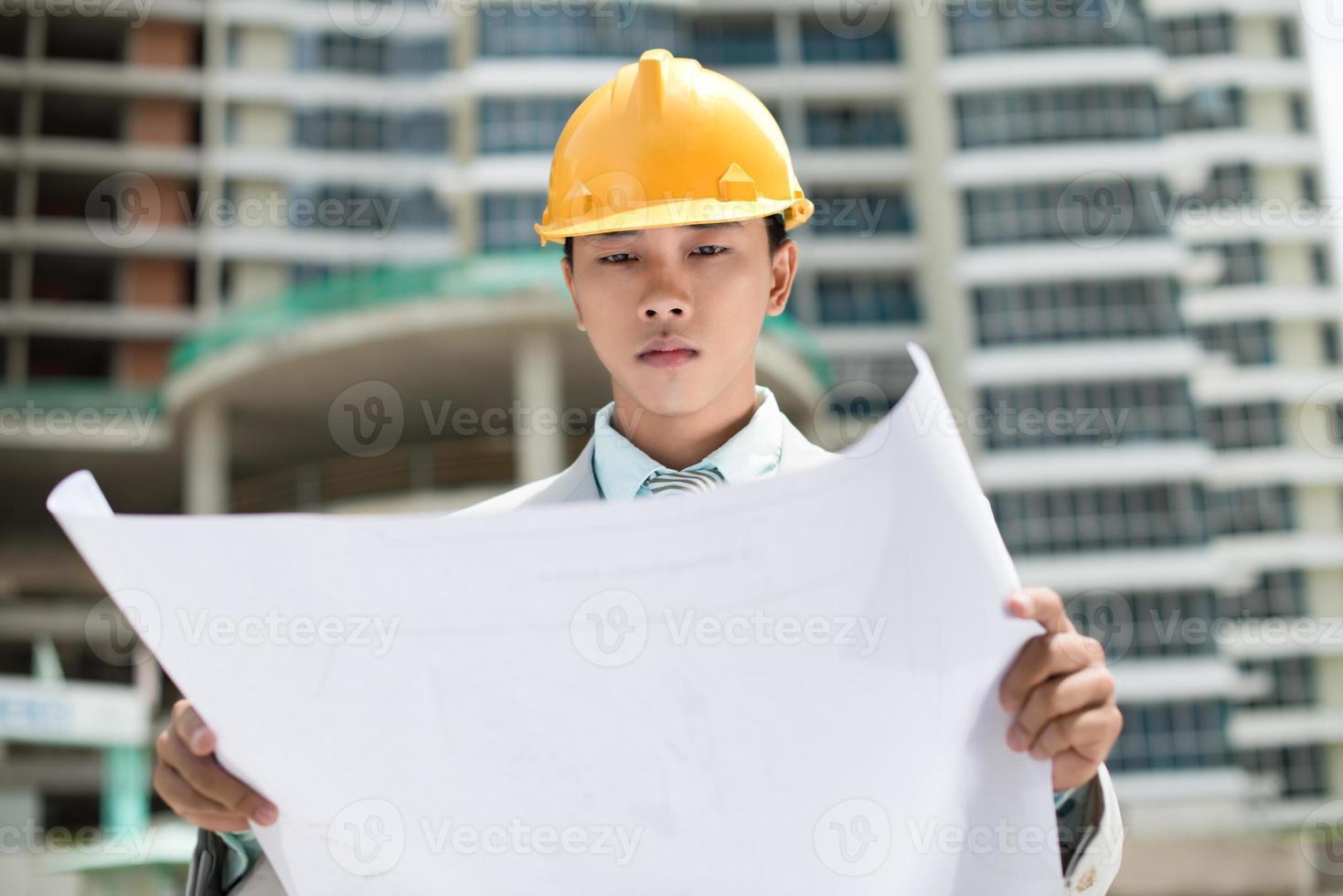 serieuze supervisor foto