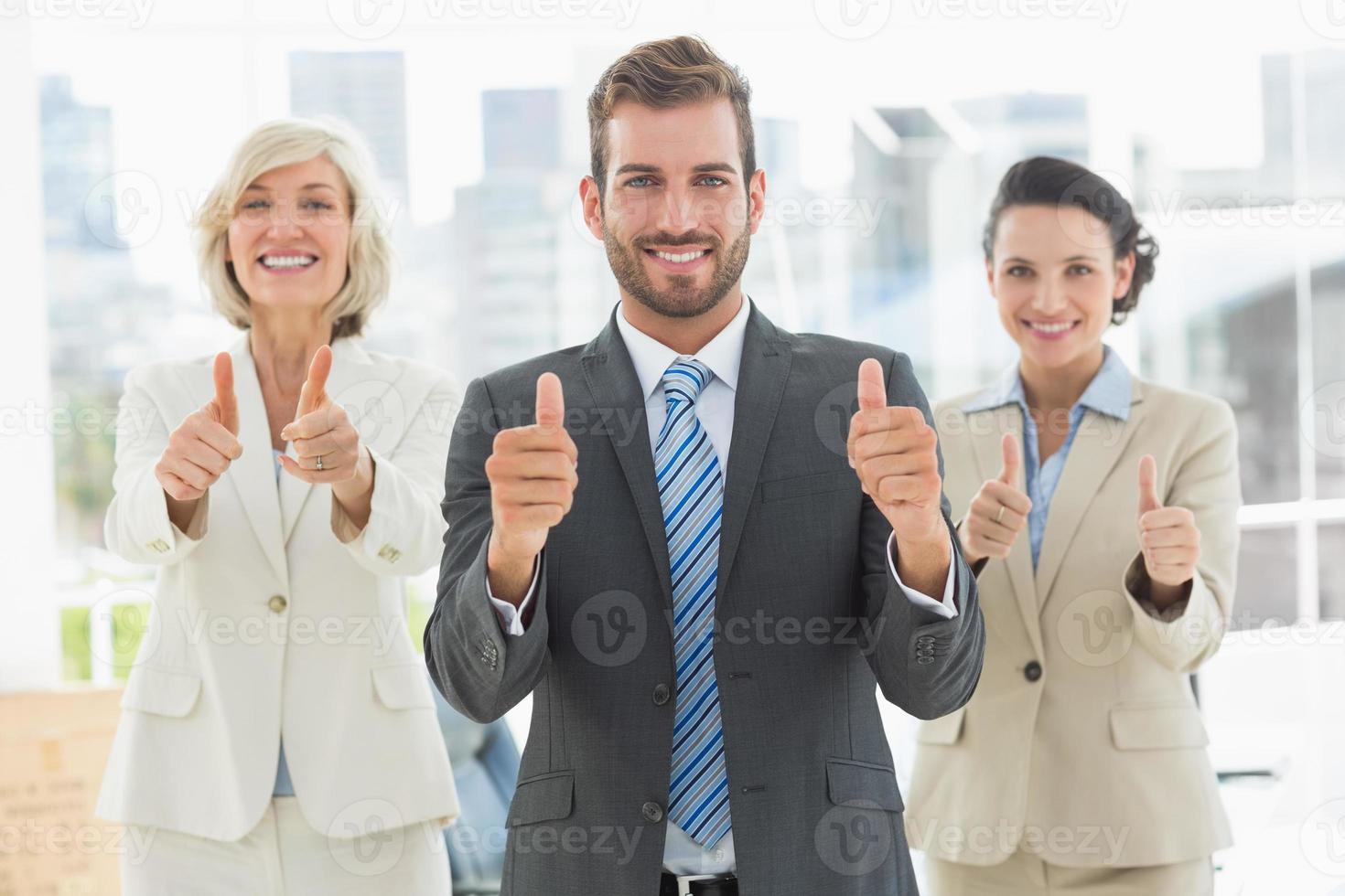 vertrouwen business team gebaren duimen omhoog foto
