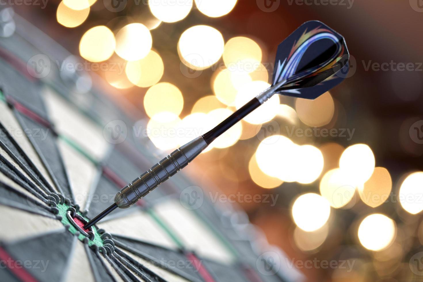 darts in de roos foto