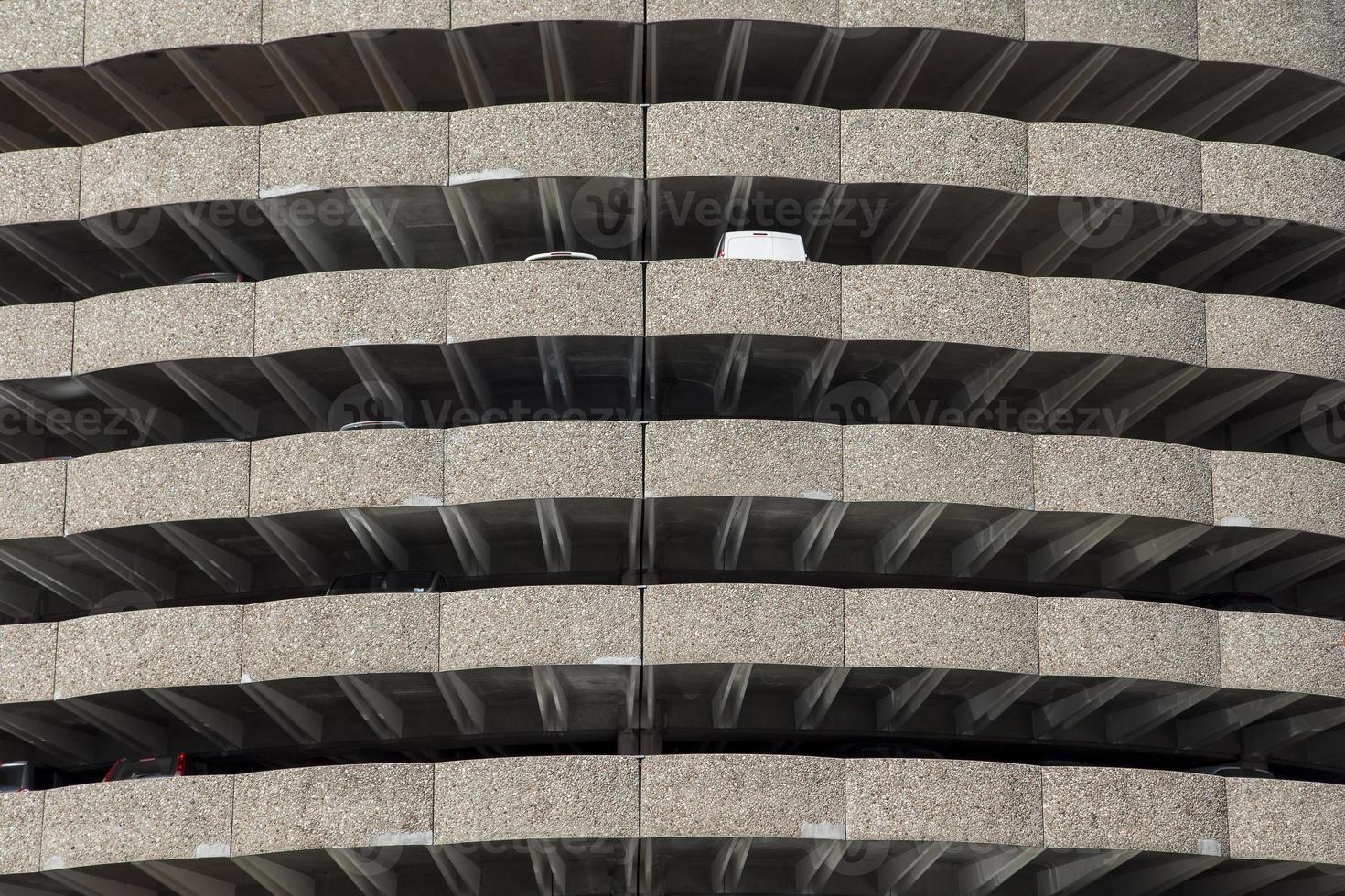 parkeergarage gebouw met meerdere verdiepingen buitenaanzicht foto