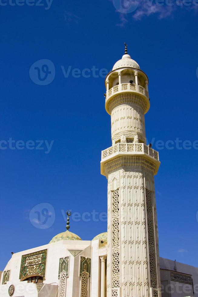 moskee met prachtige blauwe hemel foto