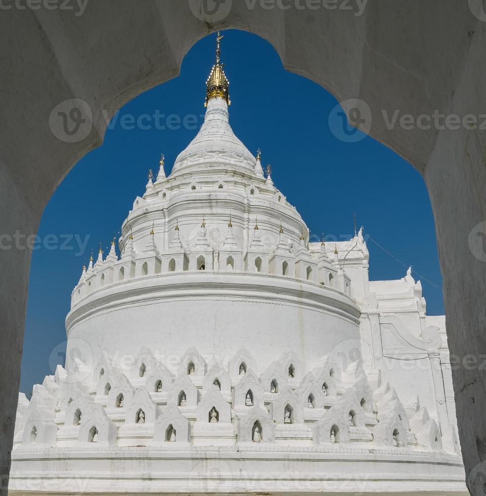mingun witte pagode in myanmar foto