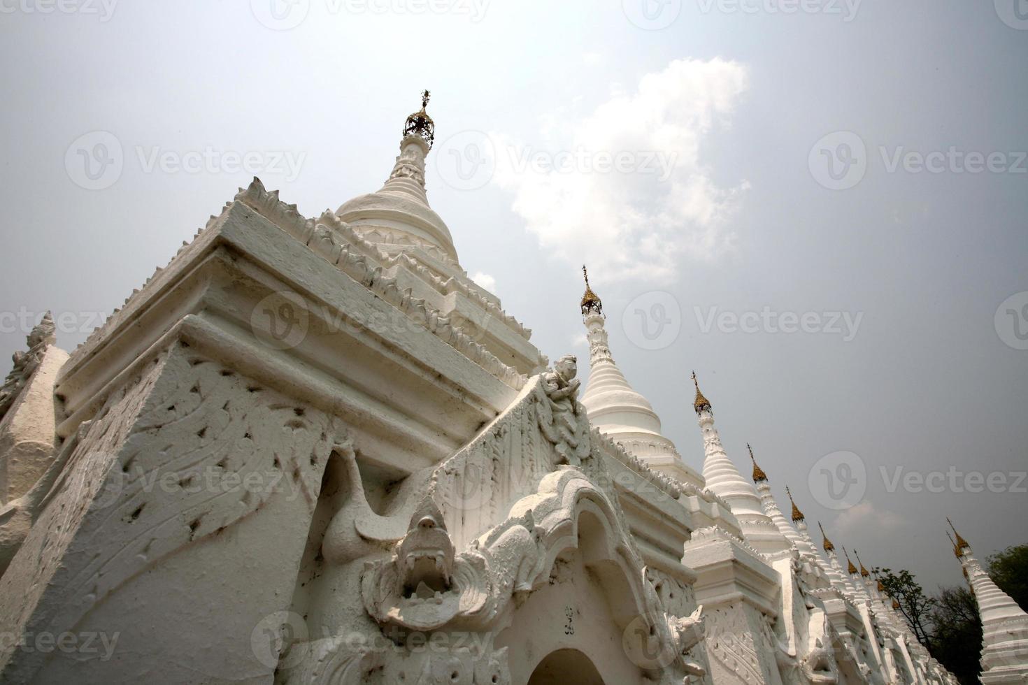 kuthodaw pagode, mandalay foto