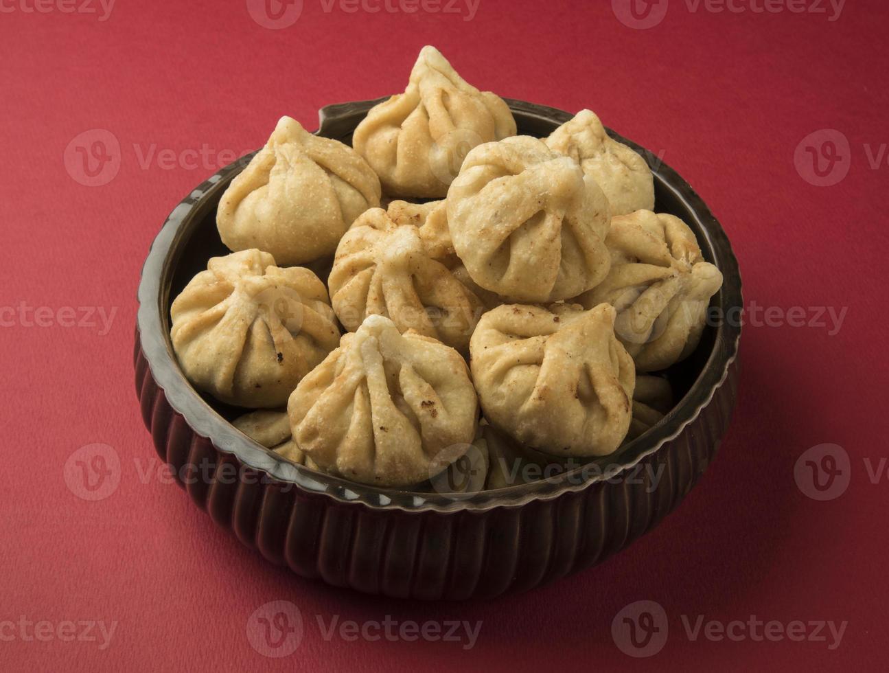 """geserveerd bord van het heilige recept genaamd """"modak"""", indisch zoet foto"""