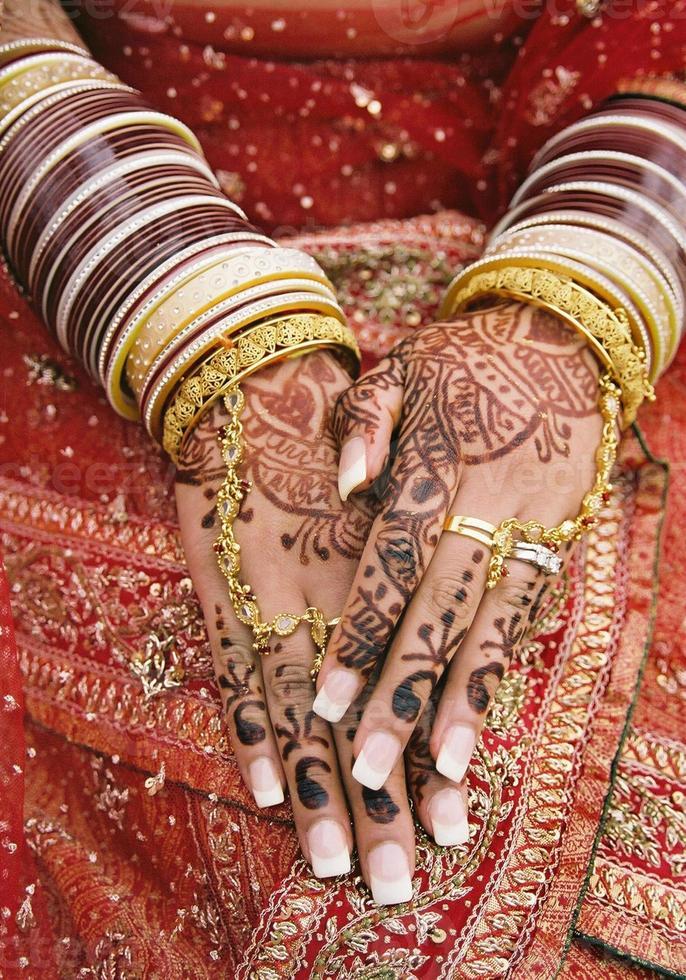 handen van de Oost-Indische bruid foto
