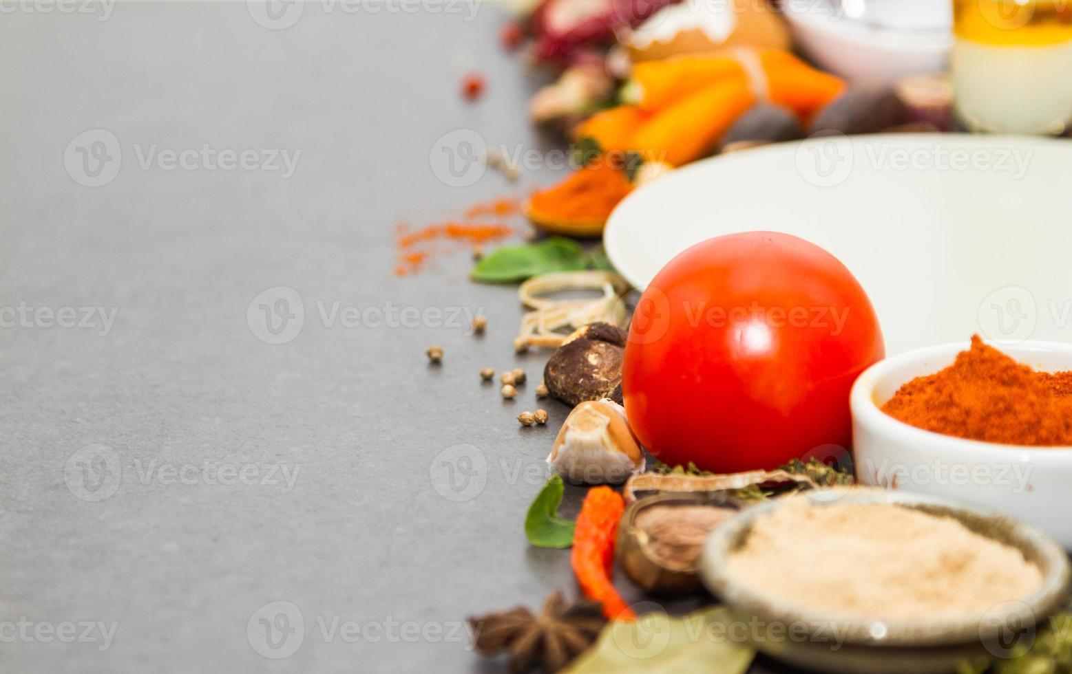 specerijen en kruiden selectie achtergrond. foto