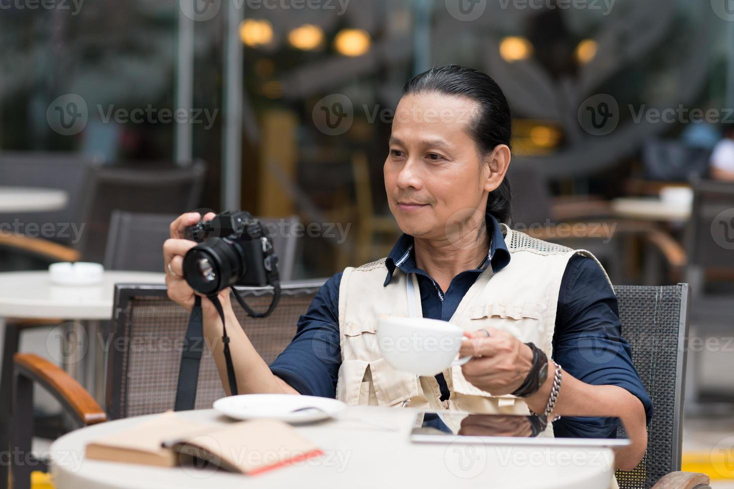 fotograaf in een café foto