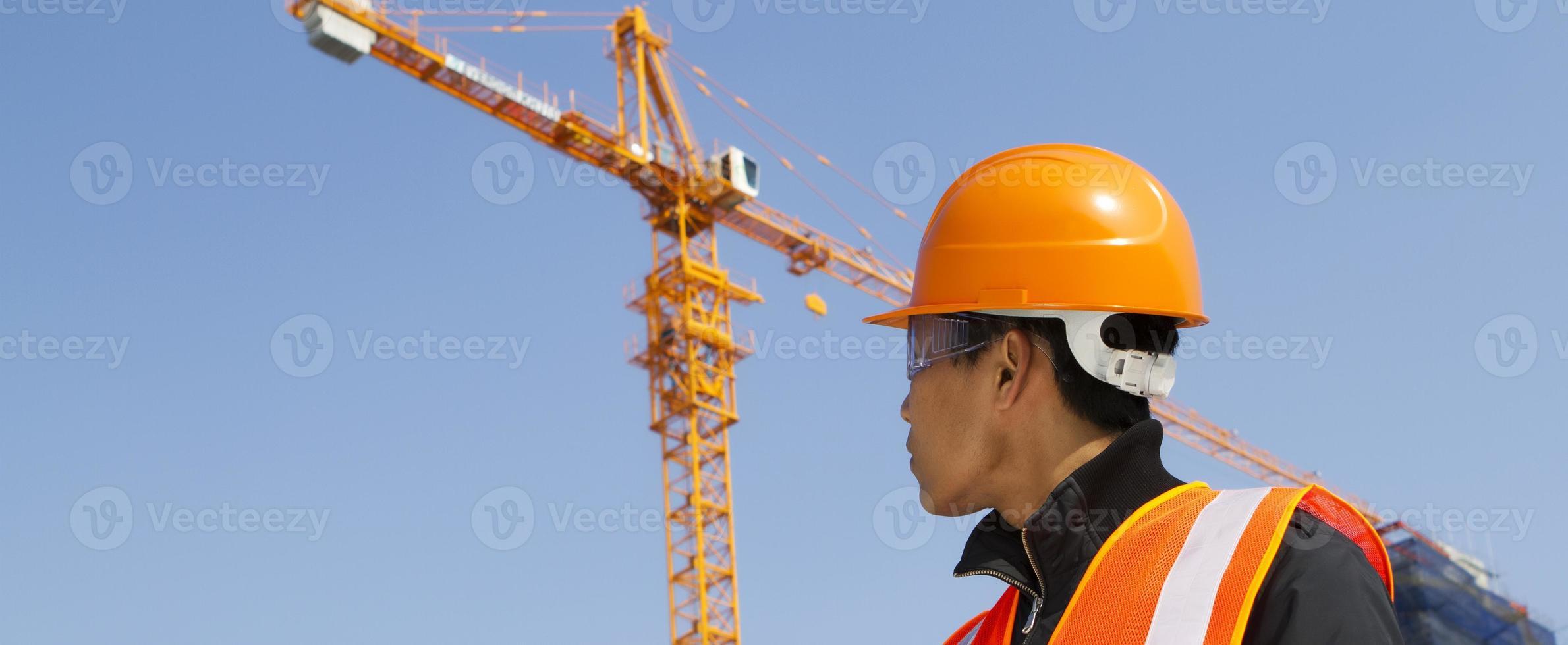 bouwer inspecteur in aanbouw foto