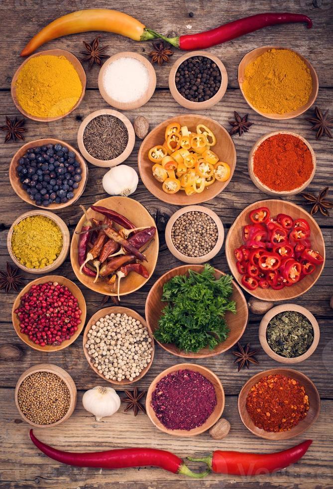 diverse specerijen en kruiden foto