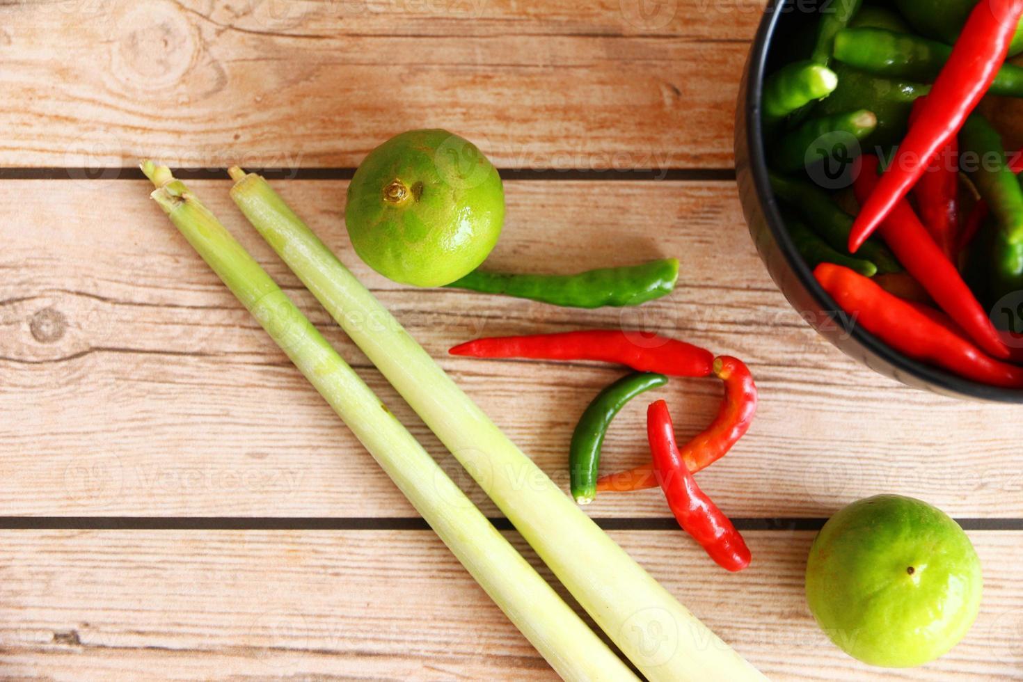 Thaise tom yamsoepkruiden en specerijen. foto