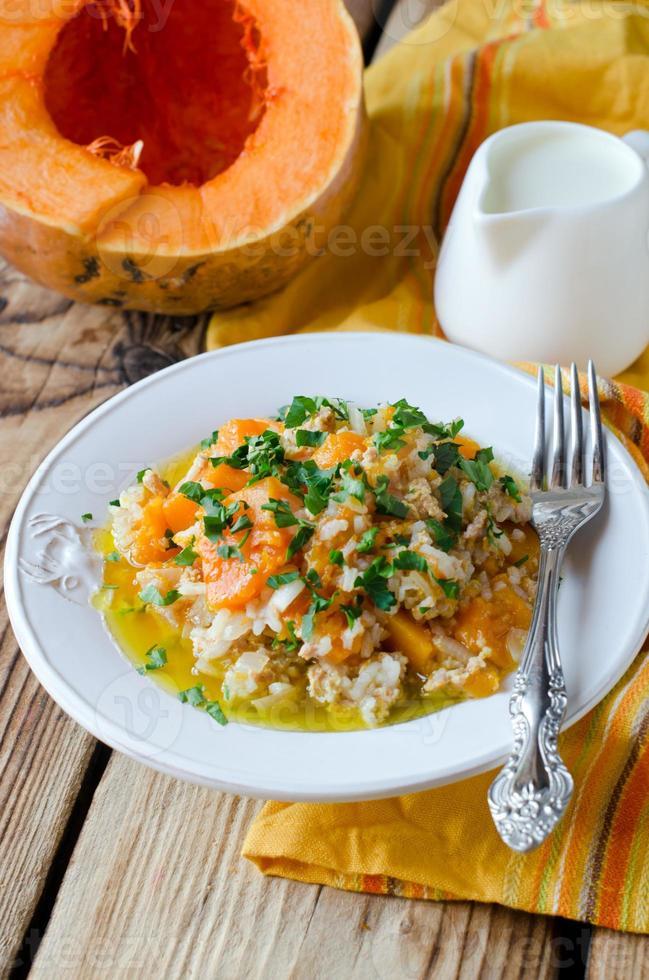 pompoenstoofpot met rijst en vlees foto