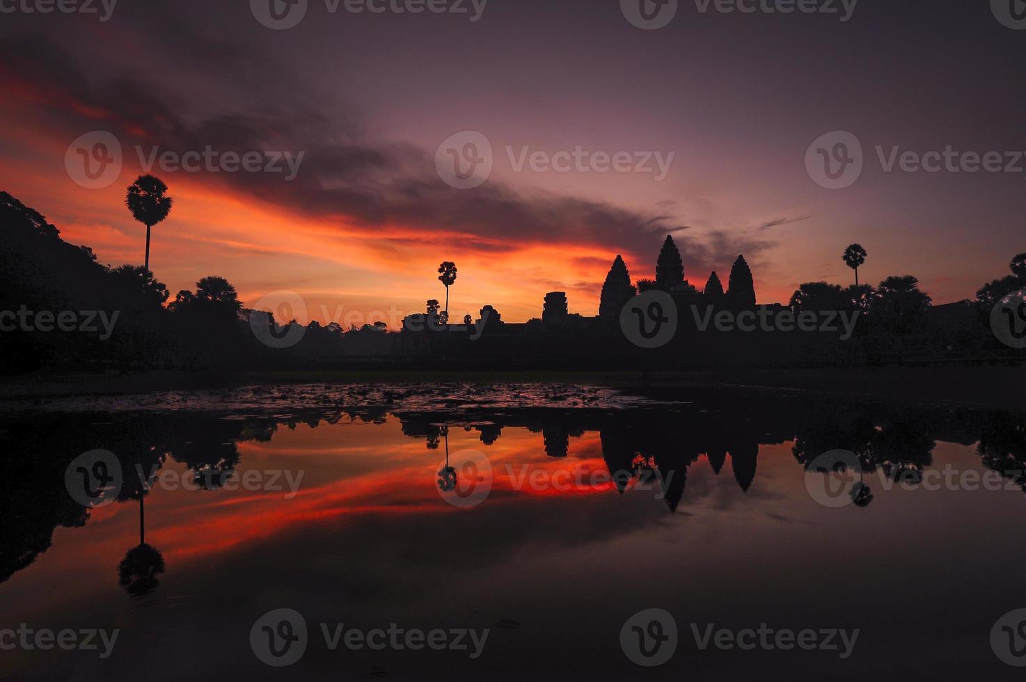 angkor wat - paarse dageraad foto
