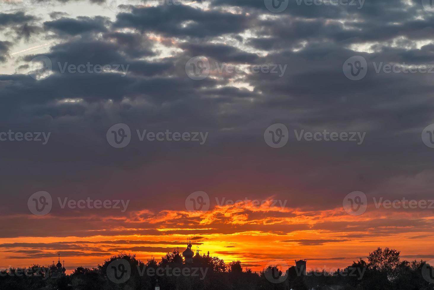 silhouet van kostroma ipatievsky klooster. Rusland foto