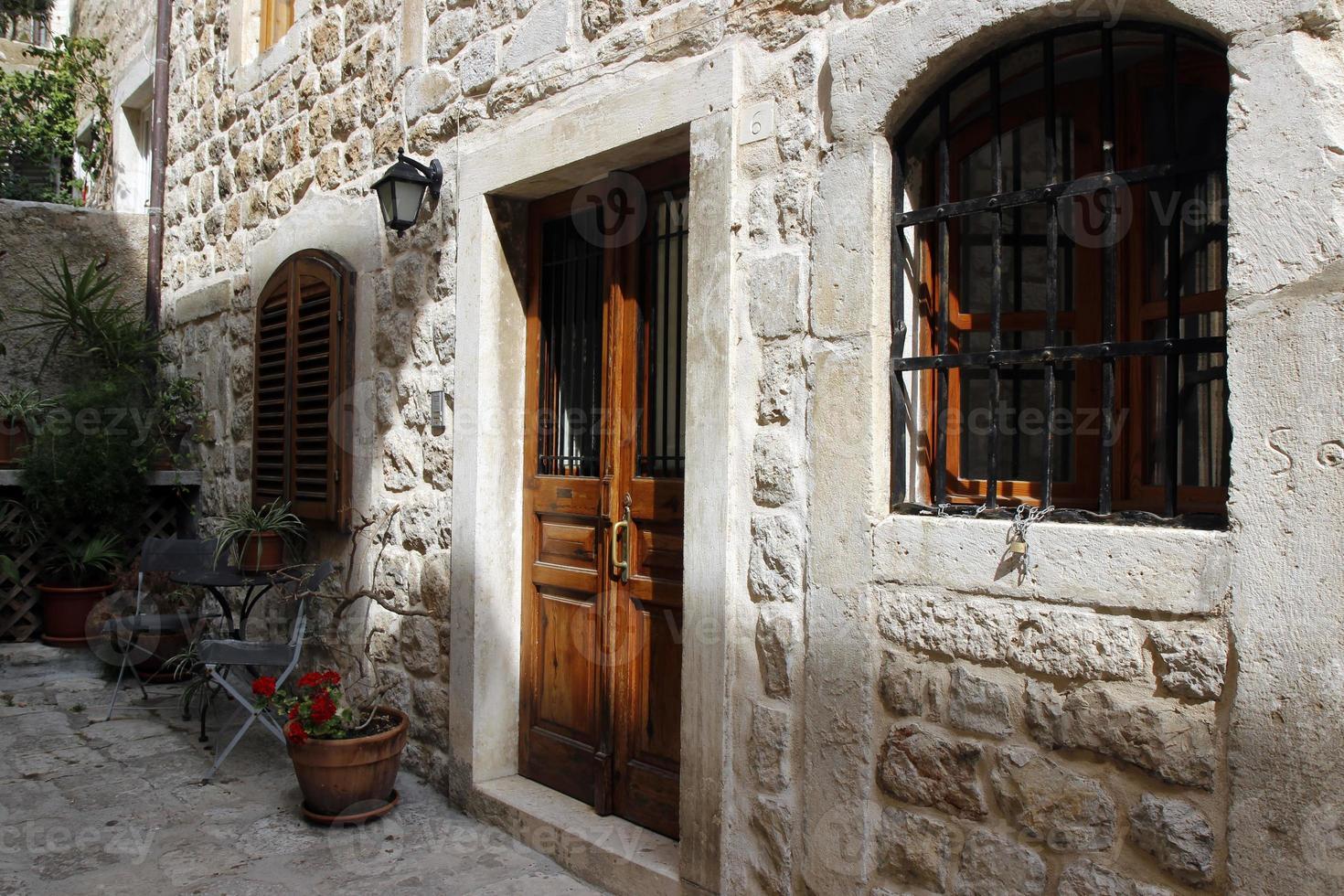 straat in het kleine stadje Dubrovnik, Kroatië foto