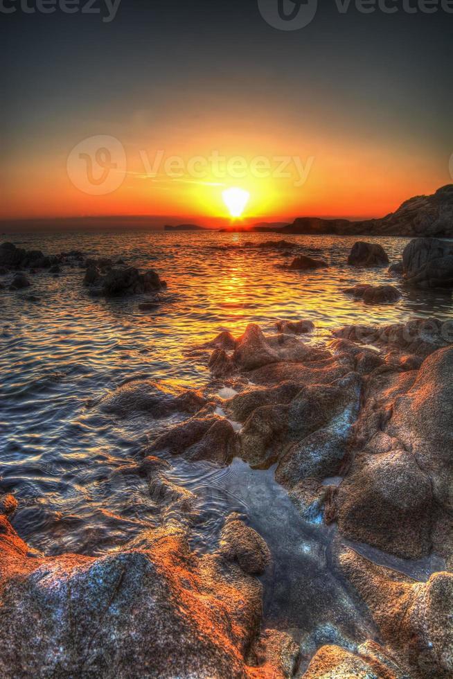 kleurrijke zonsondergang in hdr foto