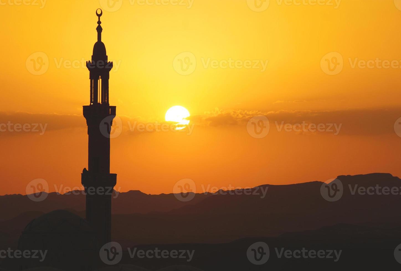 moskee in Egypte bij zonsondergang foto