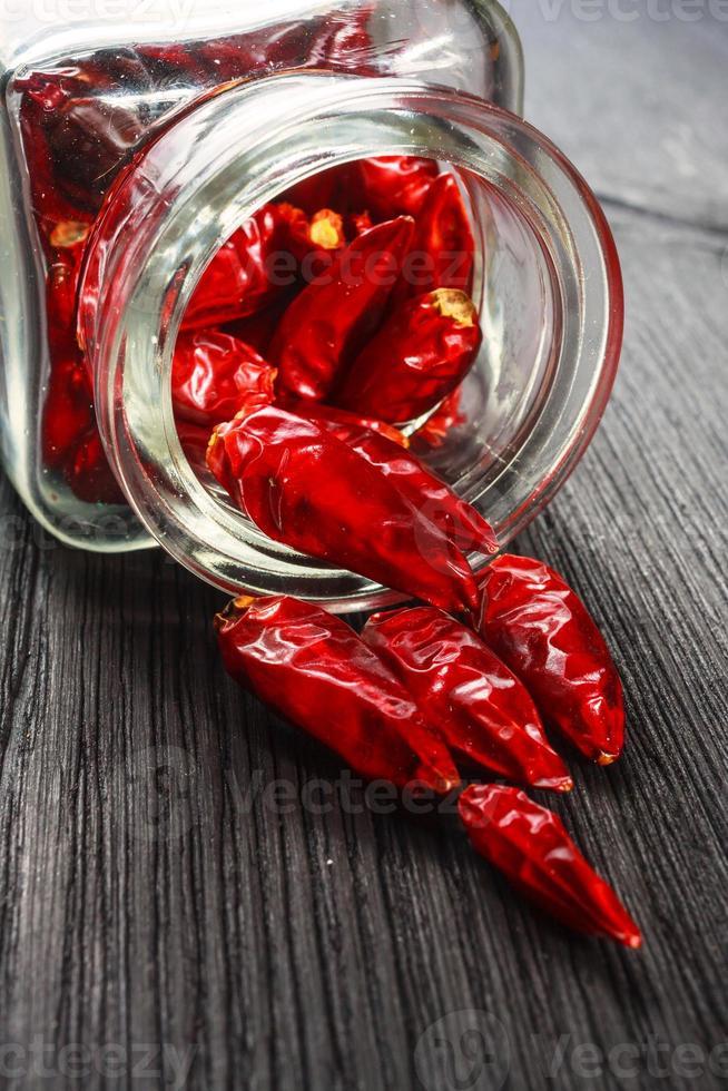chili pepers op een tafel foto