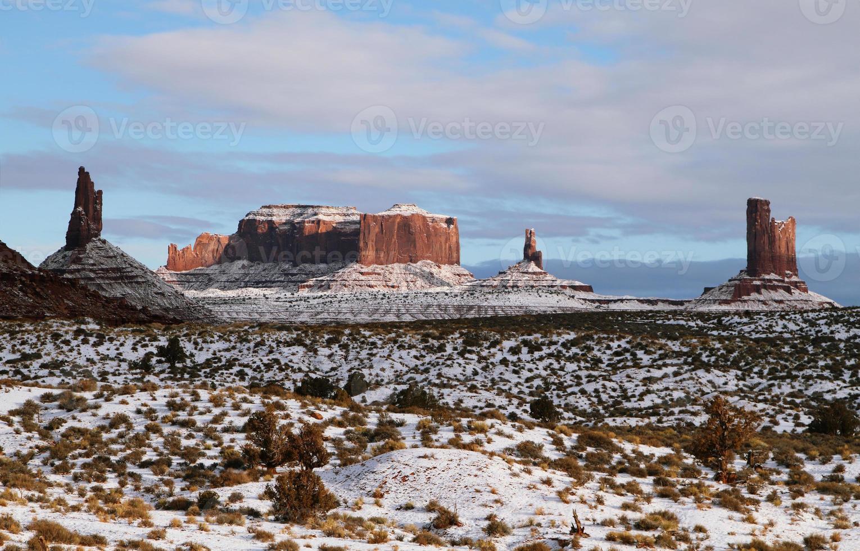de majestueuze monumentvallei in de winter foto