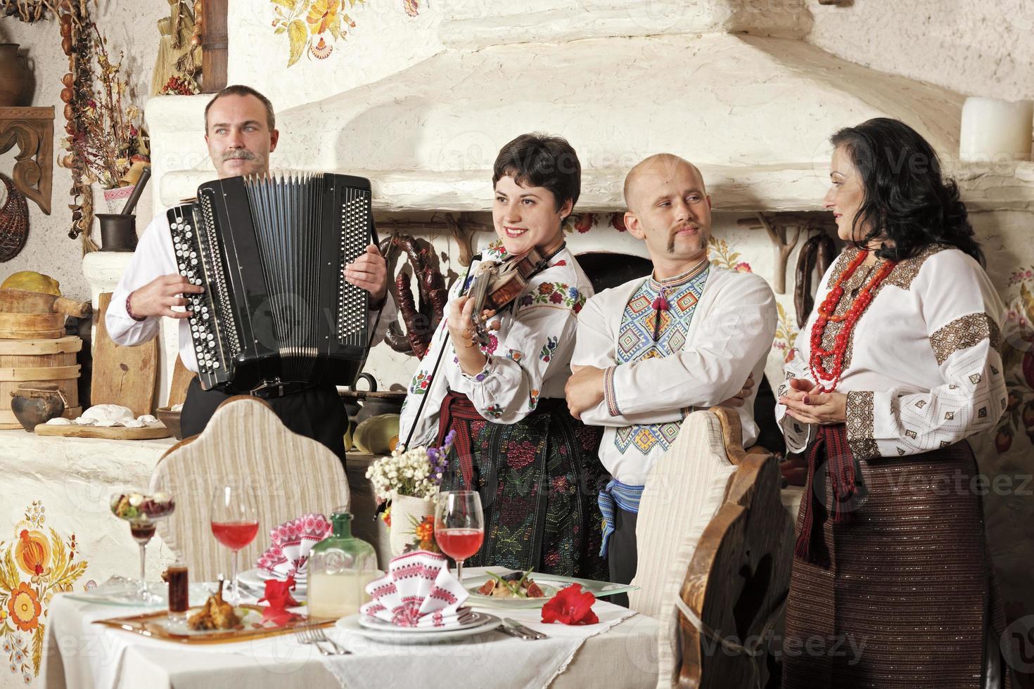 Oekraïens etnisch muziekbandconcert foto
