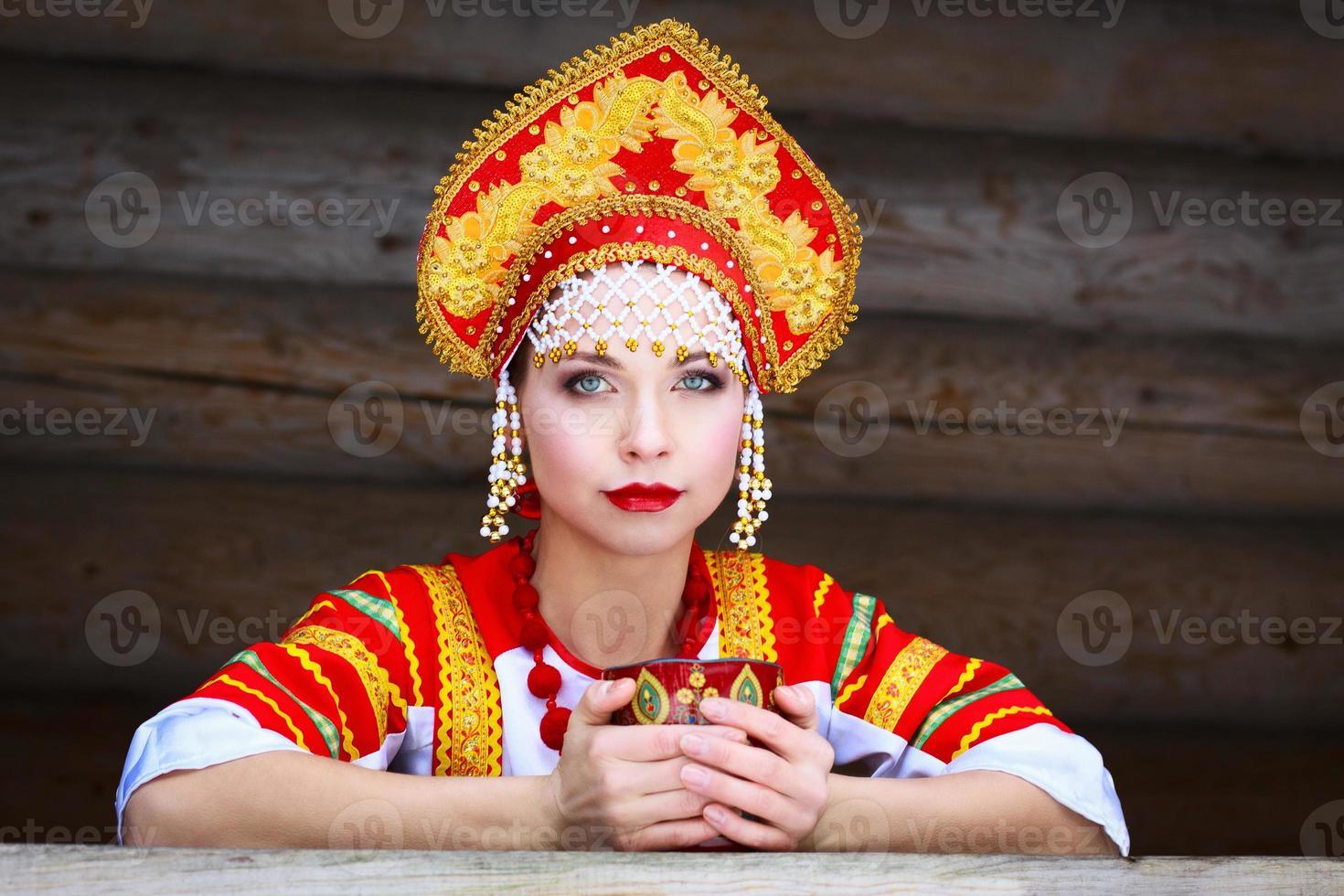 Russisch meisje in een kokoshnik foto