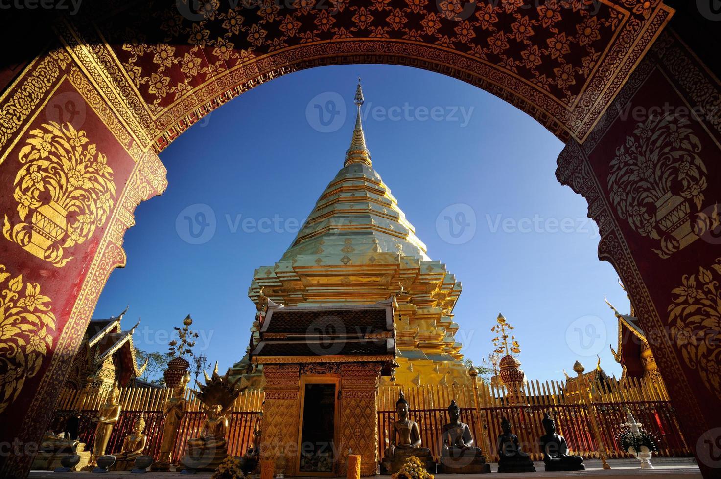 gouden pagode, wat prathat doi suthep tempel. foto