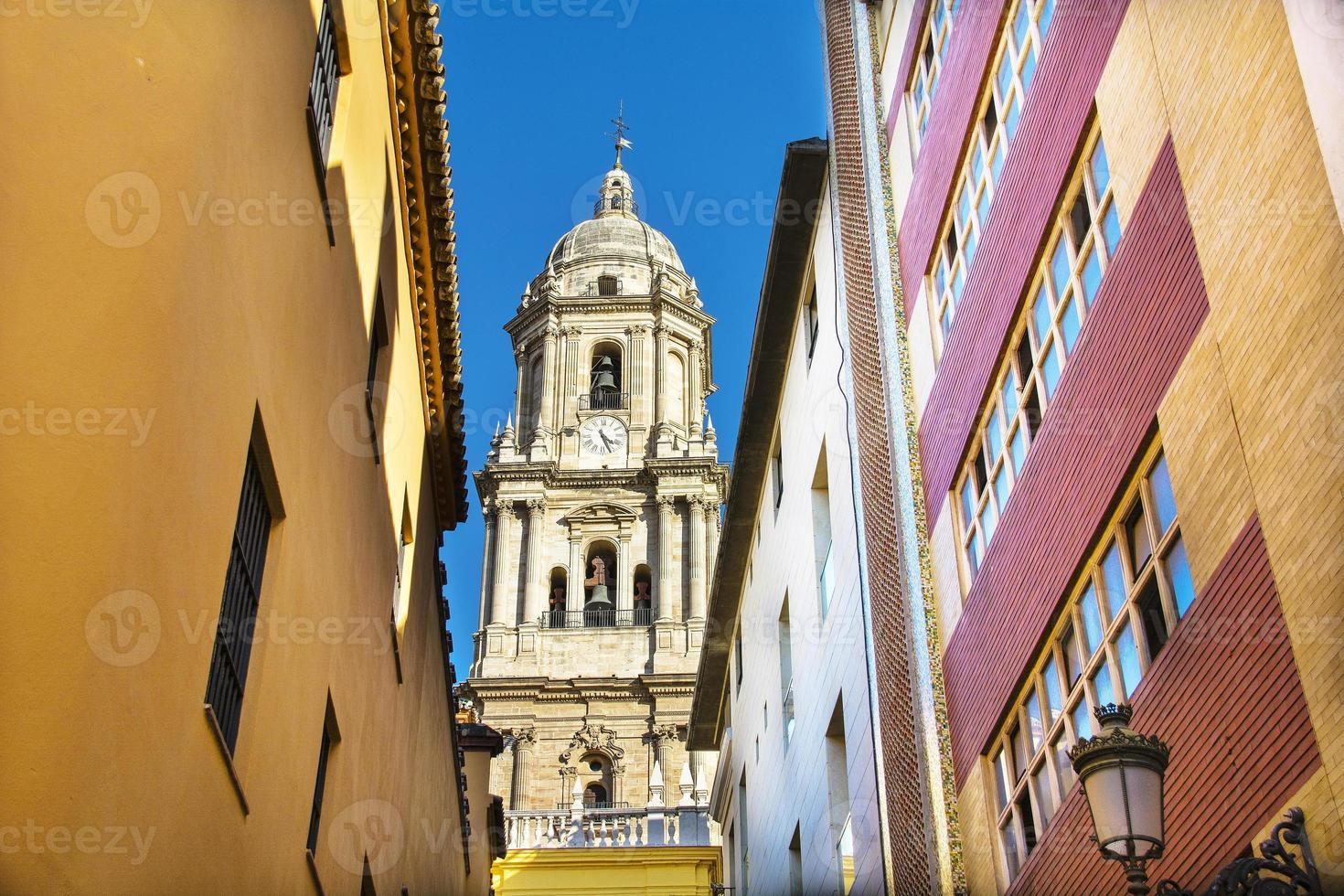 kathedraal van Malaga van steegje foto