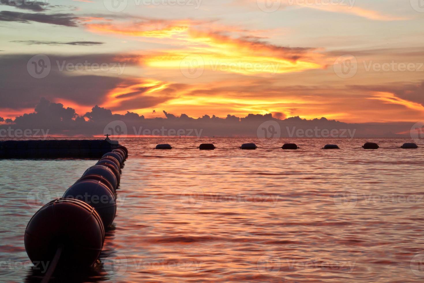 pattaya, thailand, wongamat strand op zonsondergang foto