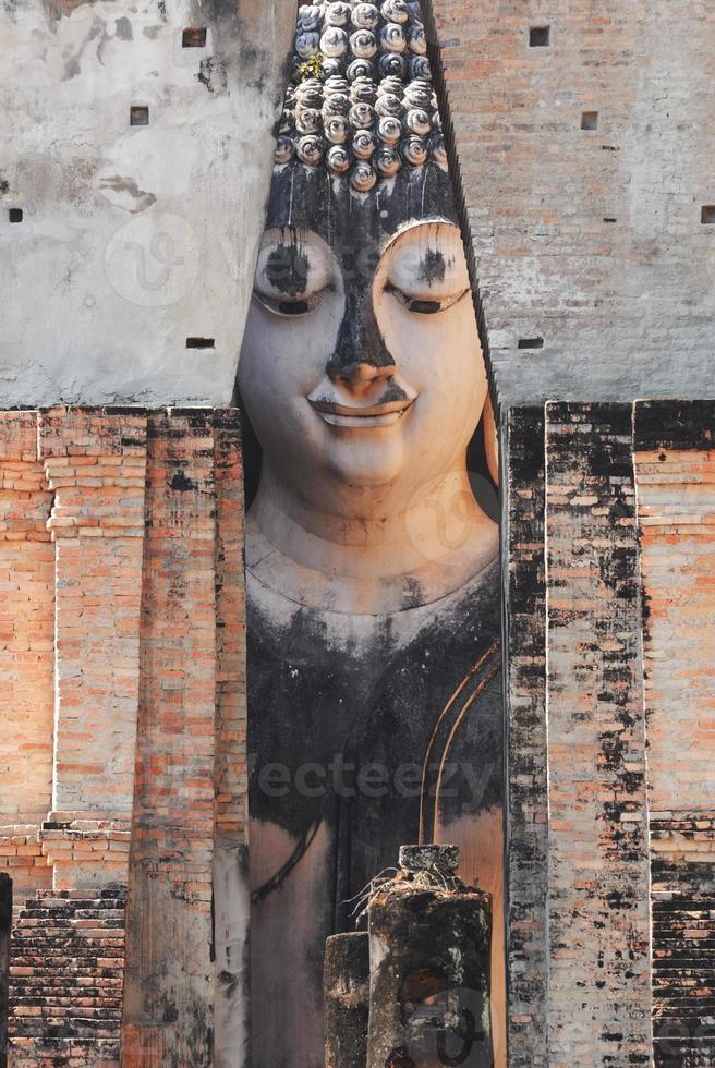 oud Boeddhabeeld. Sukhothai Historical Park, Sukhothai prov foto