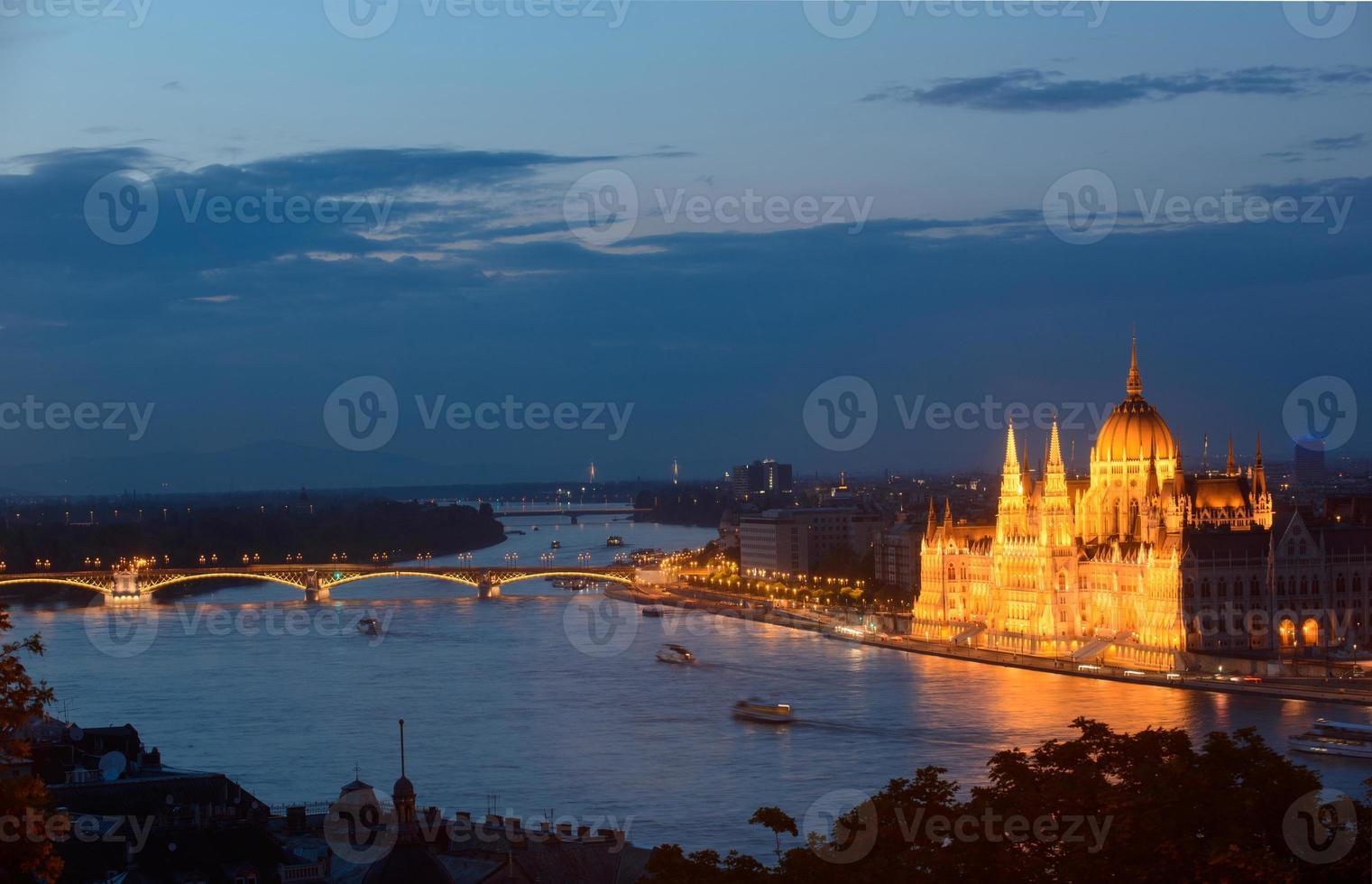 budapest - nacht uitzicht foto