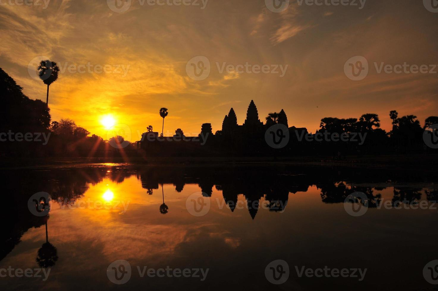 angkor wat tempel bij zonsopgang achtergronden foto