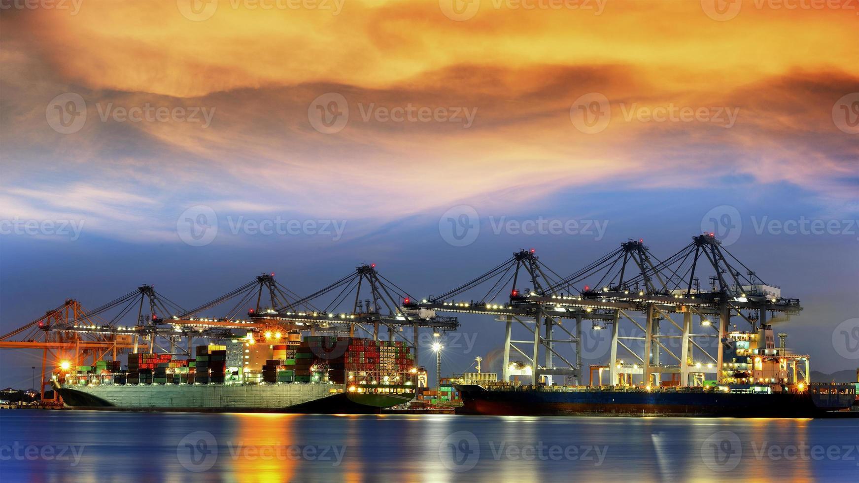 container vrachtvrachtschip foto